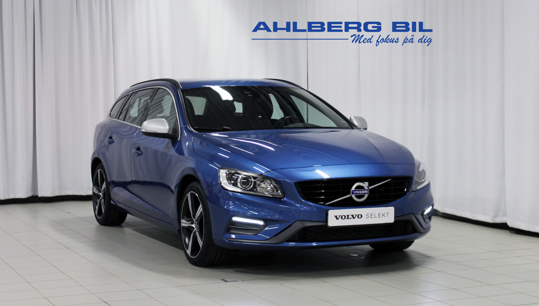Volvo V60 Momentum, R-Design, Classic Blå