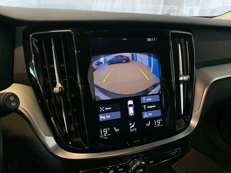 Volvo V60 Cross Country Momentum