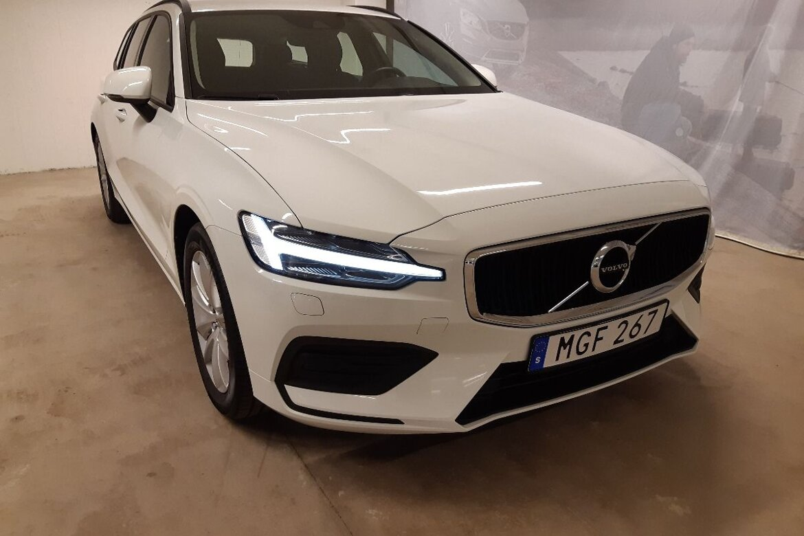 Volvo V60 Momentum, Advanced Edition Vit