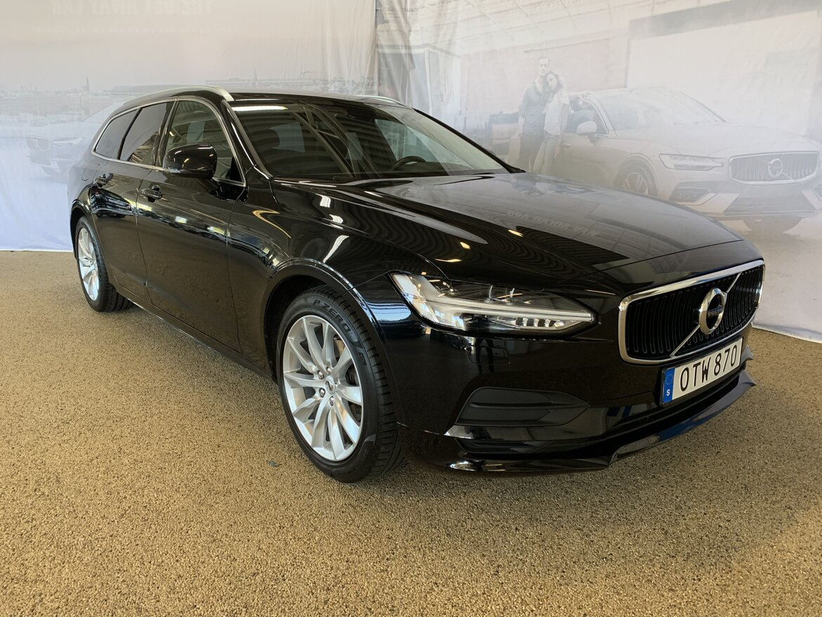 Volvo V90 Momentum, Advanced Edition Svart