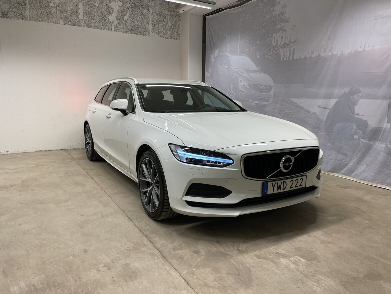 Volvo V90 Momentum, Advanced Edition Vit