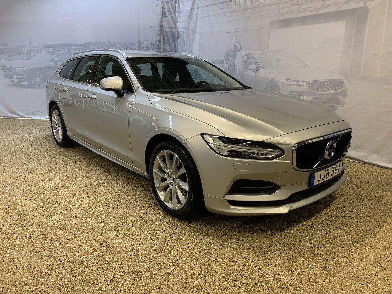 Volvo V90 Momentum, Advanced Edition Silver