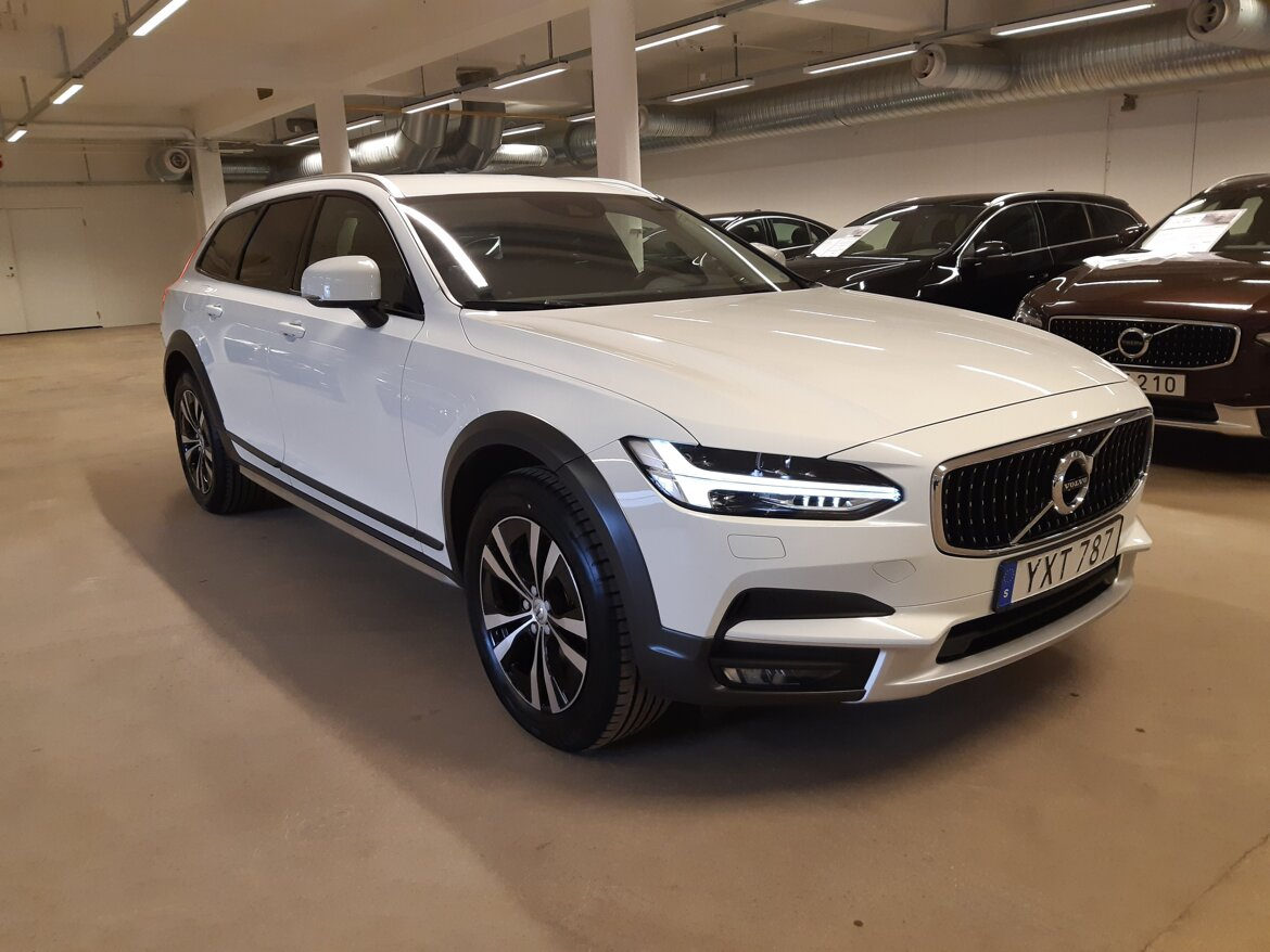 Volvo V90 Cross Country Momentum Vit
