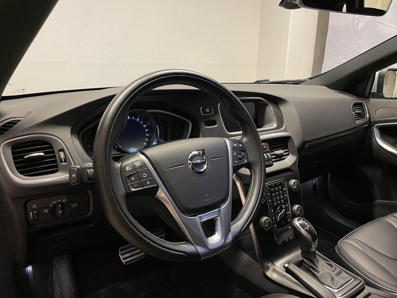 Volvo V40 Momentum, R-Design