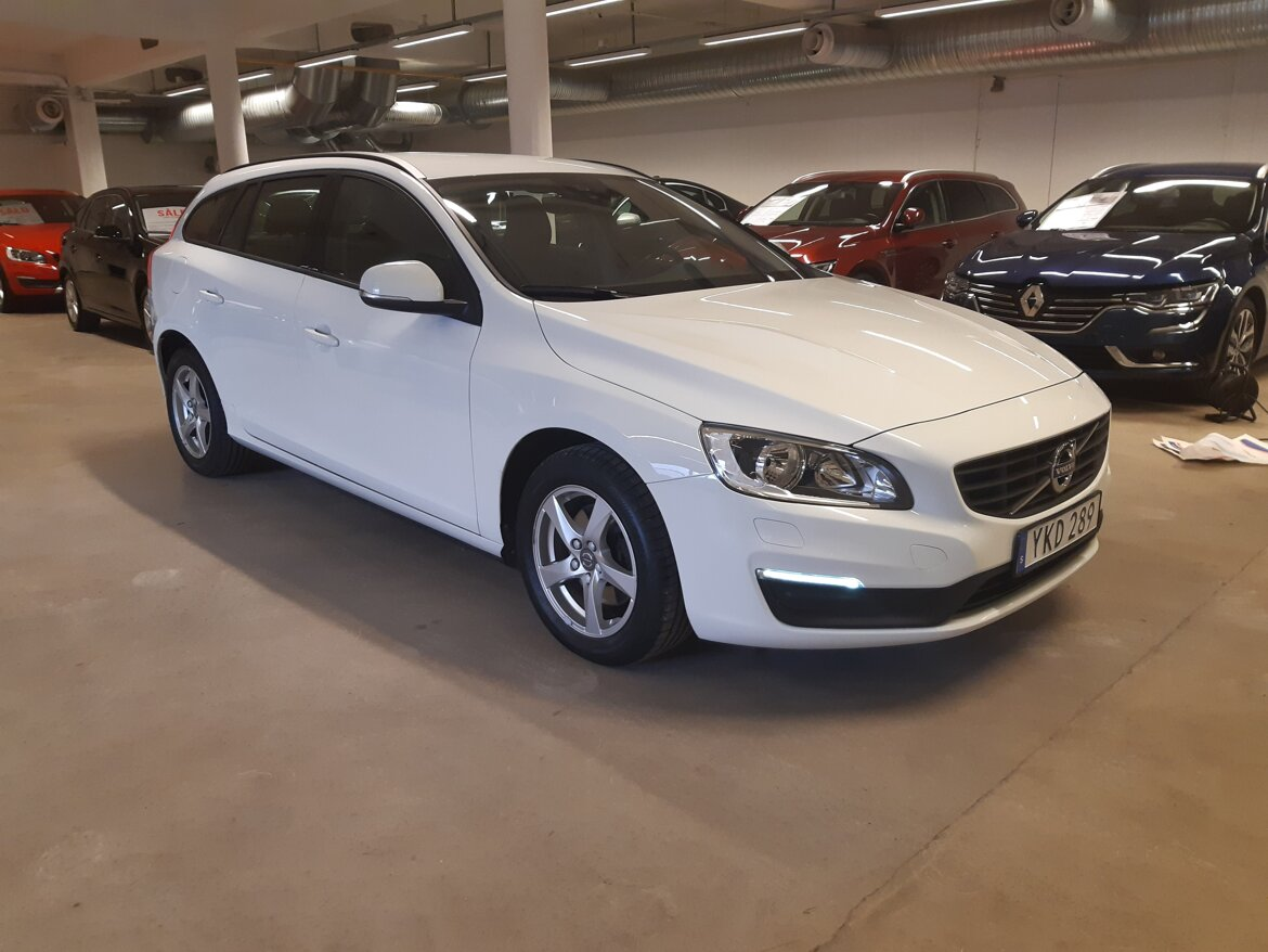 Volvo V60 Kinetic Vit