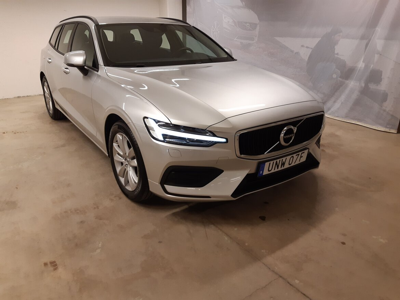 Volvo V60 Momentum Silver