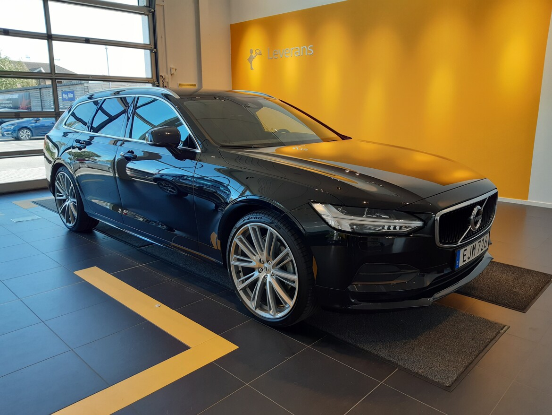 Volvo V90 Momentum Svart