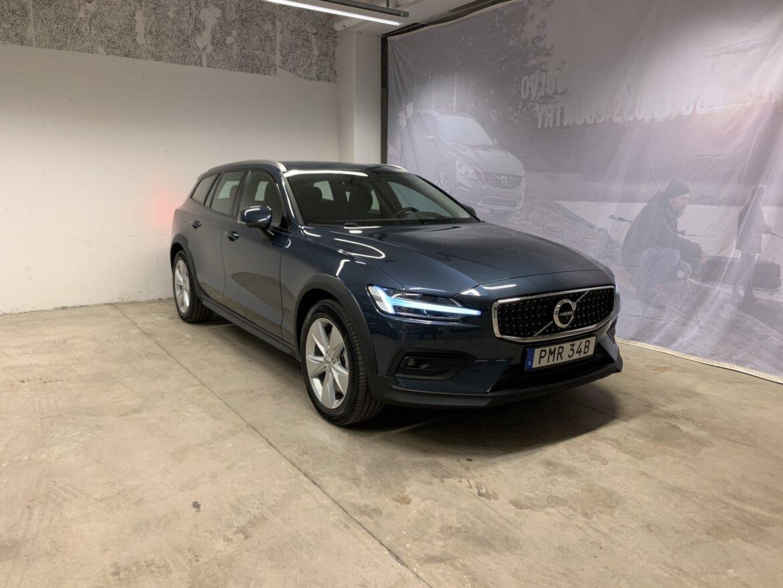 Volvo V60 Cross Country Momentum Blå