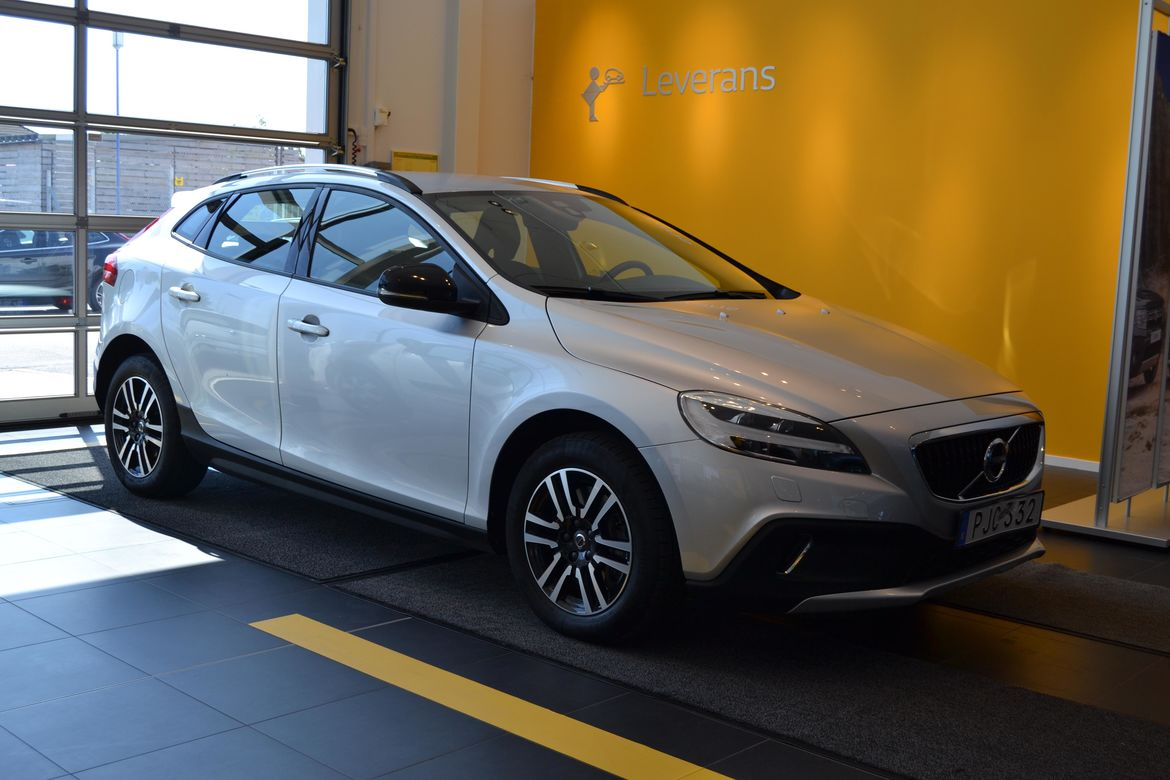Volvo V40 Cross Country D3 Kinetic Silver