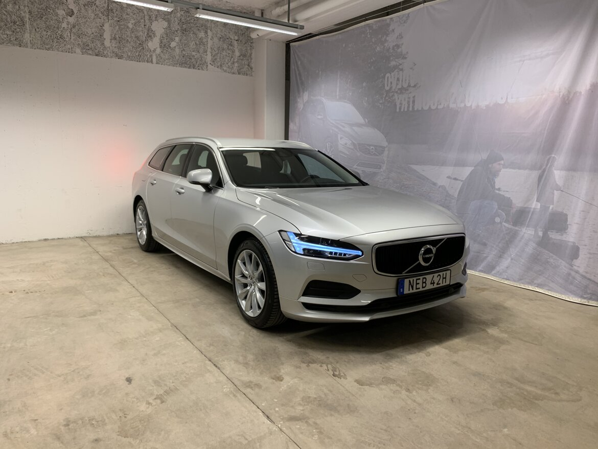 Volvo V90 Momentum, Advanced Edition Silver