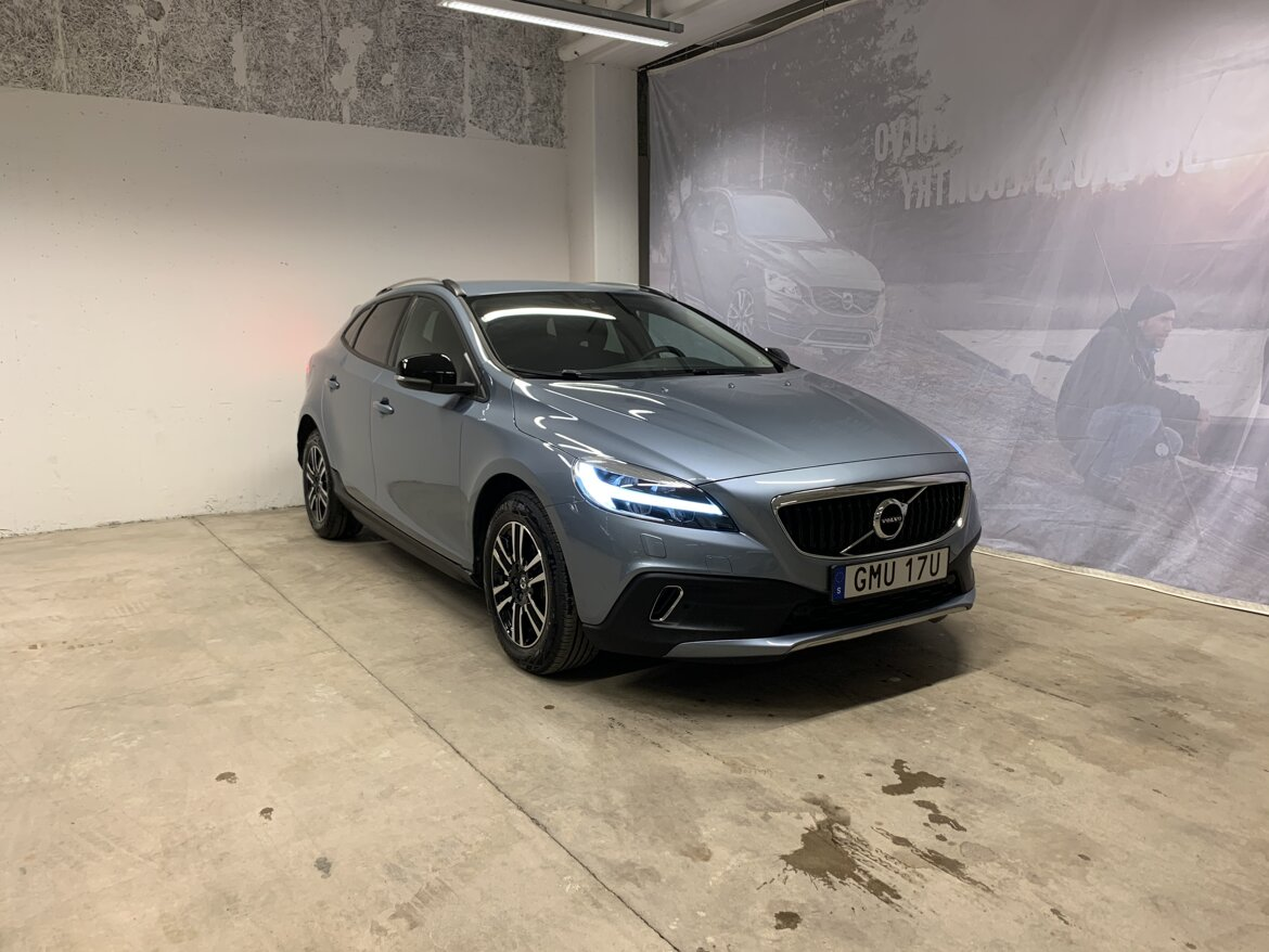 Volvo V40 Cross Country Momentum Blå