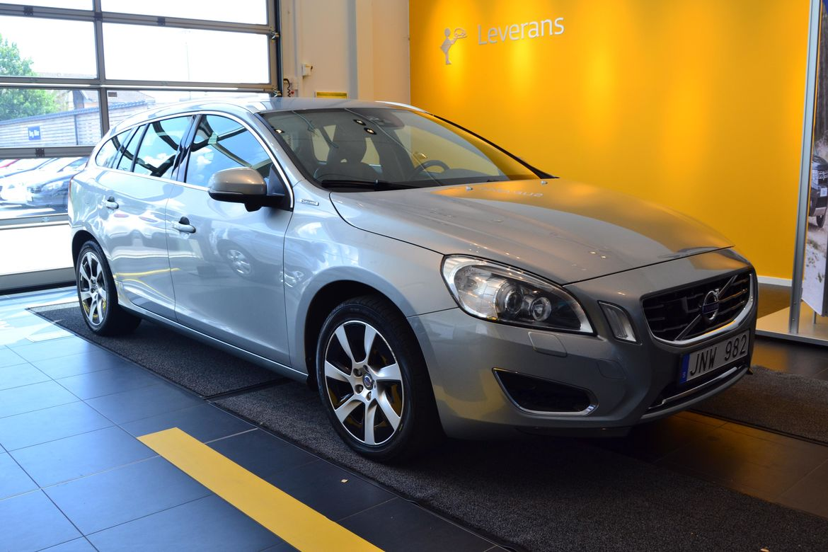 Volvo V60 D6 2.4 TD Aut6 AWD Plug-In Hybrid Pure Limited Silver