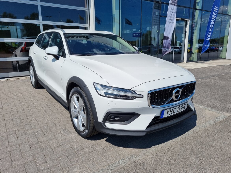 Volvo V60 Cross Country Momentum Vit
