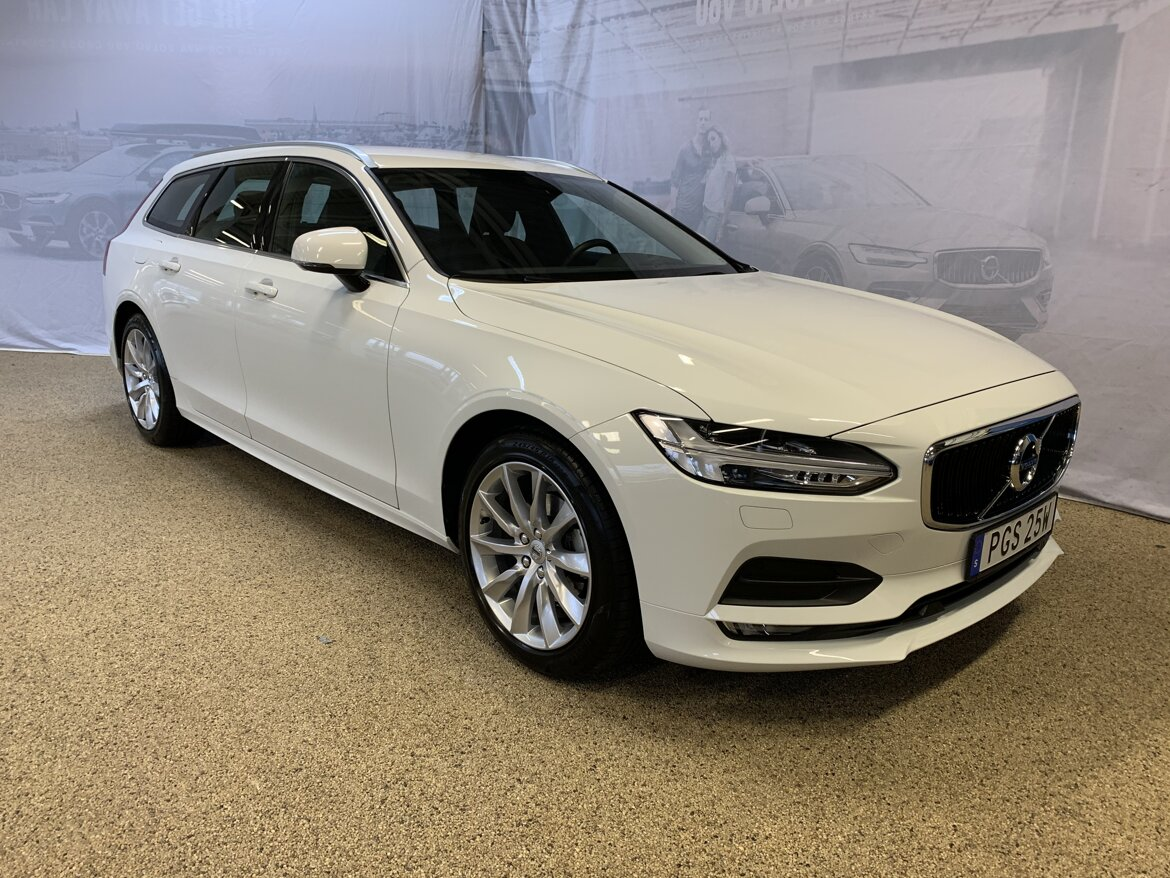 Volvo V90 Momentum, Advanced Edition Vit