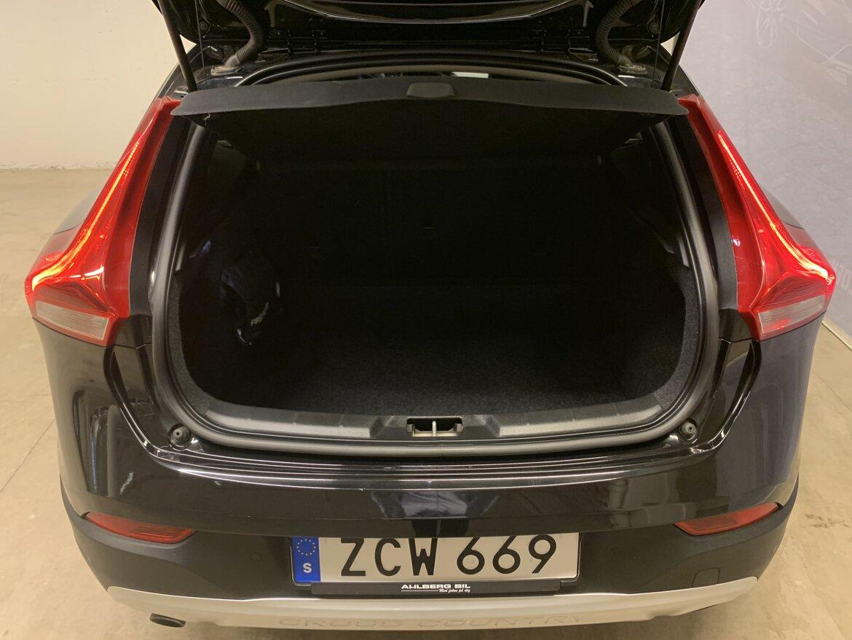 Volvo V40 Cross Country Momentum
