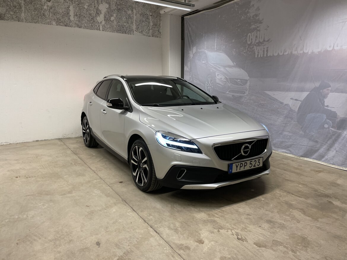 Volvo V40 Cross Country Kinetic Silver