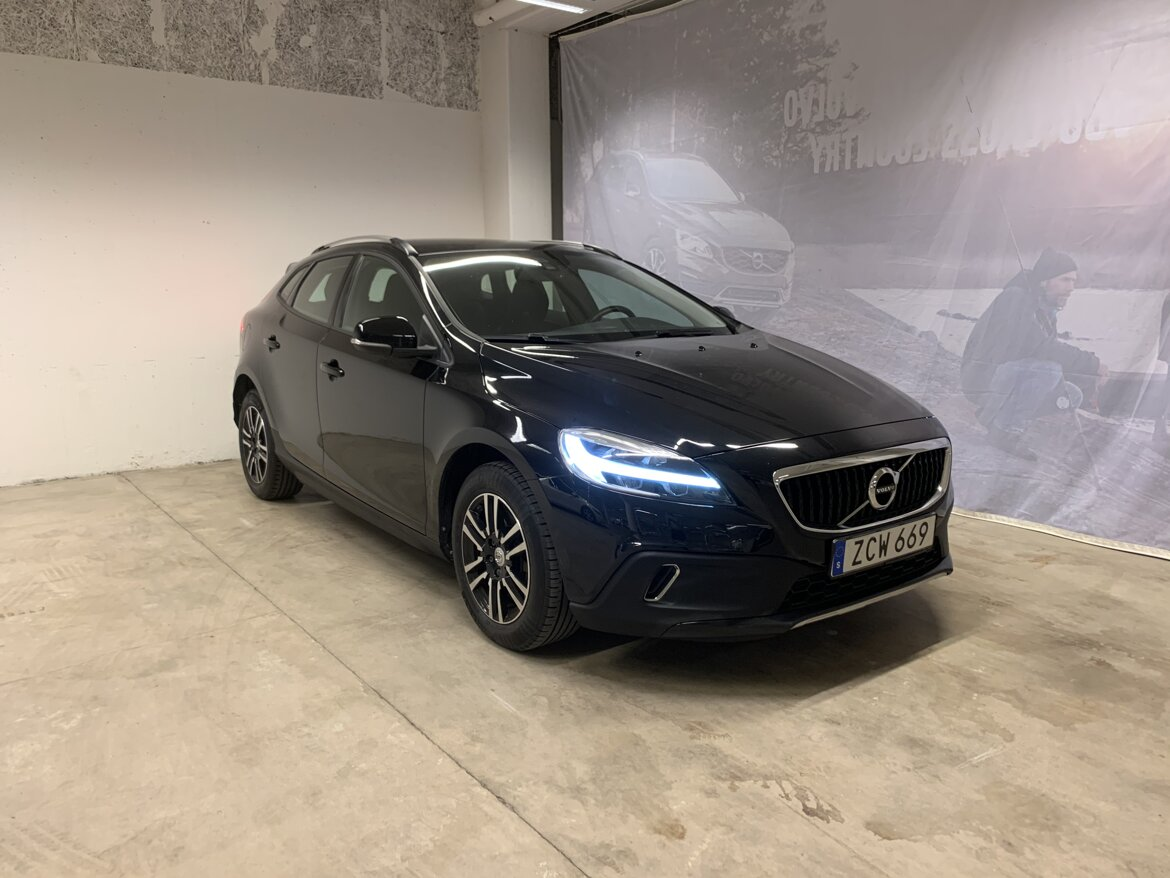 Volvo V40 Cross Country Momentum Svart