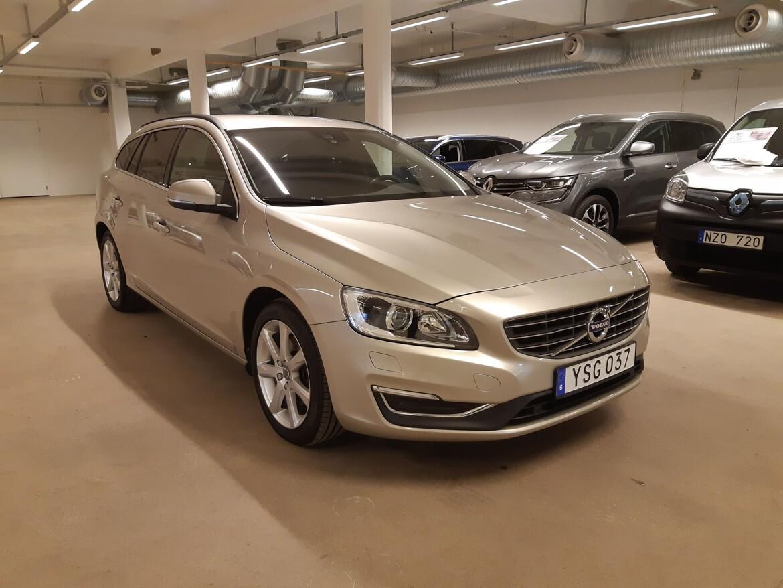 Volvo V60 Momentum, Classic Brun