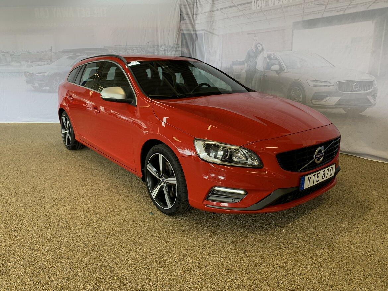 Volvo V60 Momentum, R-Design, Classic Röd