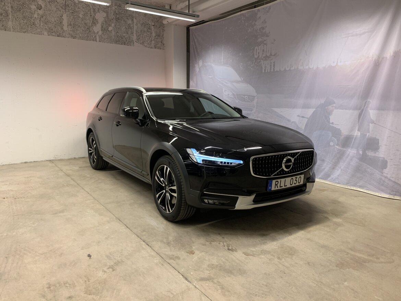 Volvo V90 Cross Country Momentum Svart